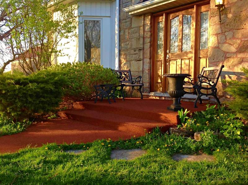 Our 100% recycled tire rubber paved steps provide you with a super safe anti slippery surface!